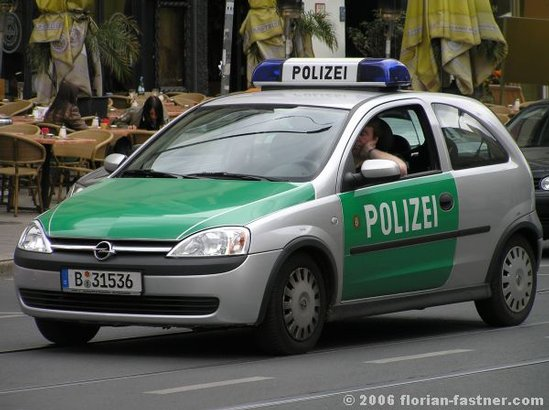 polizeifahrzeuge polizei berlin streifenwagen opel corsa feuerwehrbilder von. Black Bedroom Furniture Sets. Home Design Ideas