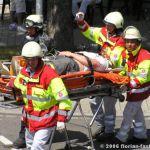 Verletzte werden abtransportiert