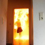 Die Testpuppe wird komplett von den Flammen erfasst