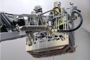 Brandbekämpfung über Drehleiter (Quelle: Feuerwehr Oberstdorf)