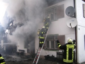 Preparing for the interior attack (Source: Oberstdorf Fire Department)