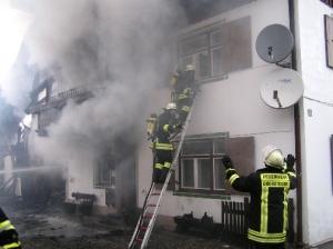 Vorbereitung des Innenangriffs  (Quelle: Feuerwehr Oberstdorf)