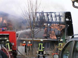 Feuerwehr beim Dachstuhlbrand
