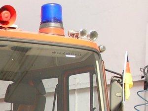Deutschlandflagge am Feuerwehrfahrzeug