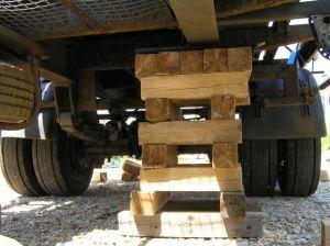 Rüstholz LKW anheben