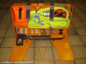 The opened attack hose basket with a complete set of accessories (Images: Wenau Fire Department)