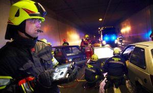 Alle Fahrzeugdaten des Unfallautos auf dem Display. Sieht so der Gruppenführer der Zukunft aus? (Foto: Rosenbauer AG)