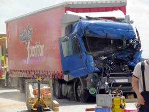 Incident on an A8 construction site. The truck driver gets stuck in the cab (Picture: KFV Dachau)