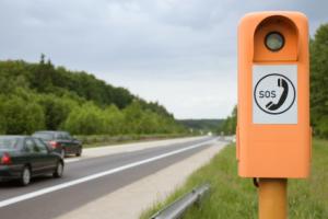 Bald ausgedient? Zukünftig alarmieren die Unfallautos von selbst (Foto: istockphoto/pic4you)