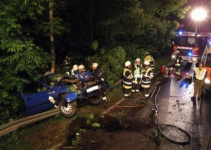 Incident at night: a car hits a tree (Picture: KFV Dachau)