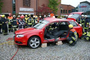 Auch Neufahrzeuge müssen dran glauben. Rettungsmöglichkeiten an einem nagelneuen Audi (Foto: Weber-Hydraulik)