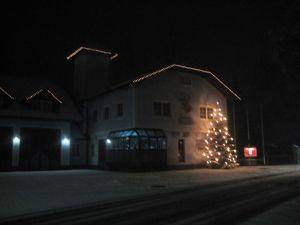 Da kann der Weihnachtsmann kommen. Das Gerätehaus in Puchhaut (Foto: Feuerwehr Puchheim)