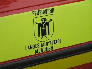 Neutrales Wappen bei den Einsatzfahrzeugen der Berufs- und Freiwilligen Feuerwehr in München