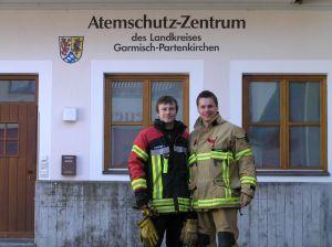 Hannes und ich vor dem Atemschutzzentrum Garmisch-Partenkirchen