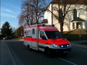 Rettungswagen auf dem Weg zum Einsatzort