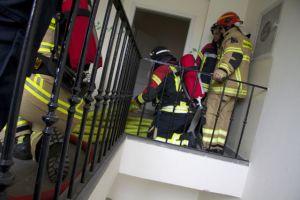Einsatzvorbereitung vor der Brandwohnung