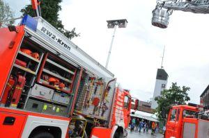 Die Feuerwehr Lindenberg präsentiert ihren Fuhrpark, bestehend aus acht Fahrzeugen