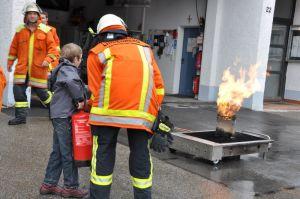Der richtige Umgang mit dem Feuerlöscher kann hier geübt werden