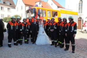 Überraschungsbesuch der Feuerwehr Kempten an der Kirche (Foto: Florian Kaltwasser)
