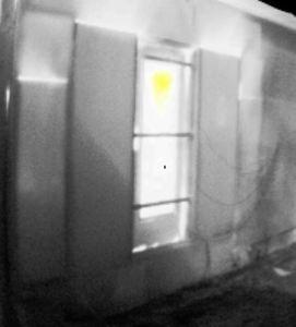 Die Türe ist im oberen Bereich (gelb) ca. 150°C heiß, da der Raum hinter der Türe im Vollbrand steht