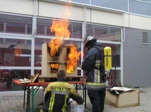 Brandausbreitung über mehrere Stockwerke am anschaulichen Modell