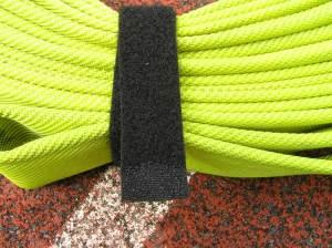 Einfache Methode um ein Schlauchpaket zusammen zu binden: Ein angeschmorter Klettverschluss
