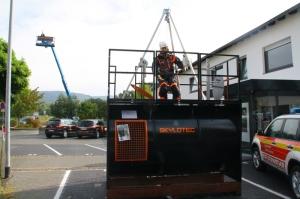 Mobiler Übungstank für Rettungsübungen aus Behältern (Foto: Skylotec)