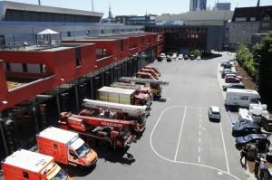 Die Einsatzfahrzeuge vor den Fahrzeughallen der neuen Feuer- und Rettungswache (Foto: Feuerwehr Dortmund)