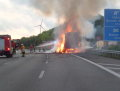 Brennender Strohtransporter auf der A1