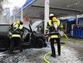 PKW brennt in Tankstelle