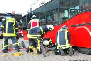 Schauübung der Feuerwehr Bottrop an dem geschenkten Bus