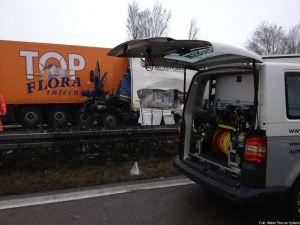 Das Vorführfahrzeug im Bereich der verunglückten LKW
