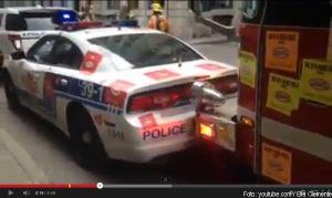 Feuerwehr rammt Fahrzeuge