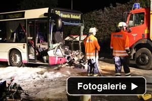 Verkehrsunfalla Motorrad eingeklemmt
