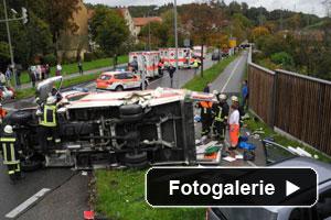 verkehrsunfall-rettungswagen-bus-teaser