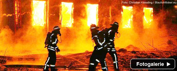 grossbrand-lagerhalle-feuerwehr-teaser