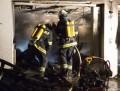 Garage nach Explosion in Vollbrand